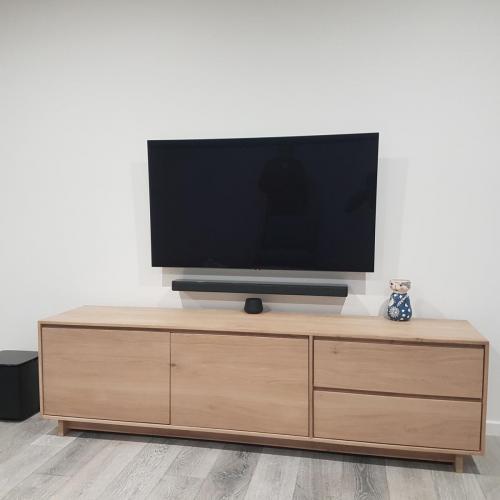 TV and Soundbar Wall Mount